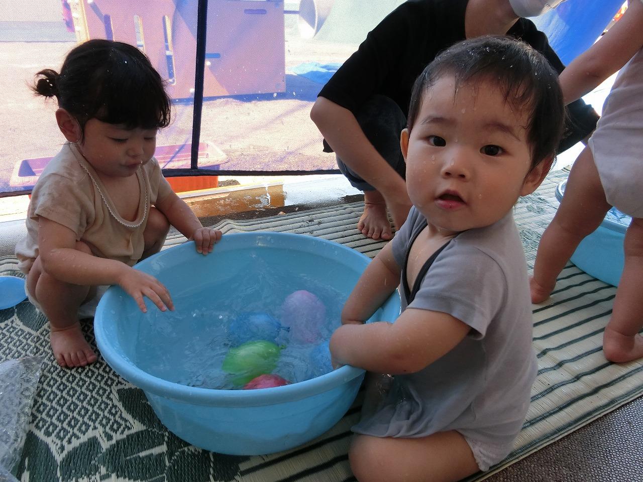 七重浜こども園 「0歳児水遊び」